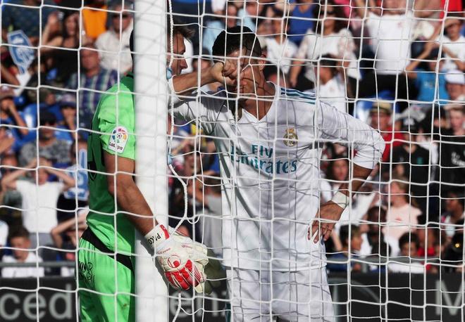 Getafe vs Real Madrid (1-2): Ronaldo lap cong chuoc loi hinh anh 17
