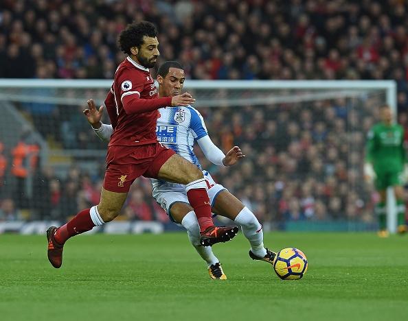 Liverpool 3-0 Huddersfield: The Kop san bang ky luc buon hinh anh 7