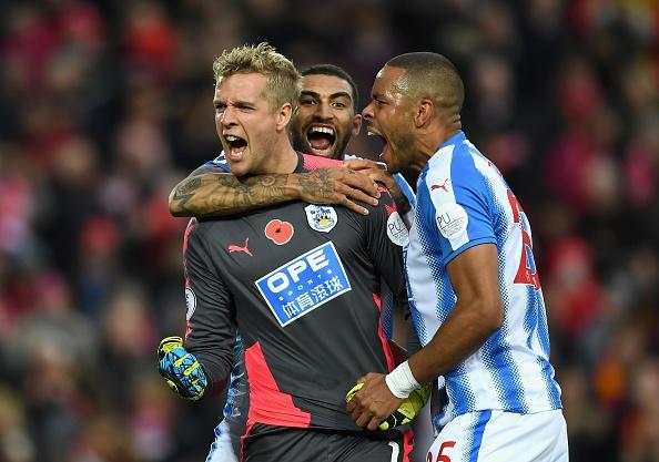 Liverpool 3-0 Huddersfield: The Kop san bang ky luc buon hinh anh 9