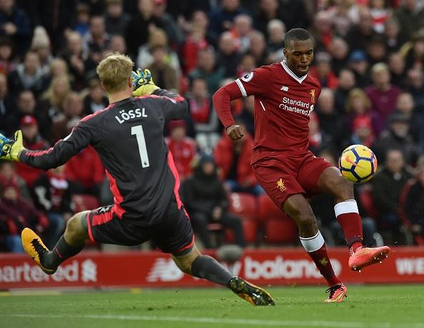 Liverpool 3-0 Huddersfield: The Kop san bang ky luc buon hinh anh 11