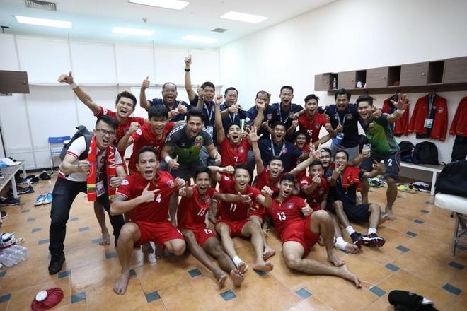 Thang dam 18-0, tuyen futsal Viet Nam len ngoi dau bang A hinh anh 1