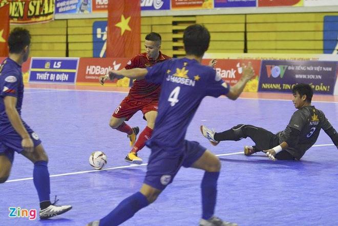 Thang dam 18-0, tuyen futsal Viet Nam len ngoi dau bang A hinh anh 6