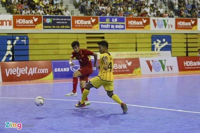 Thang dam 18-0, tuyen futsal Viet Nam len ngoi dau bang A hinh anh 9