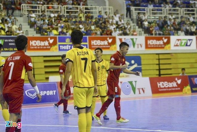 Thang dam 18-0, tuyen futsal Viet Nam len ngoi dau bang A hinh anh 8