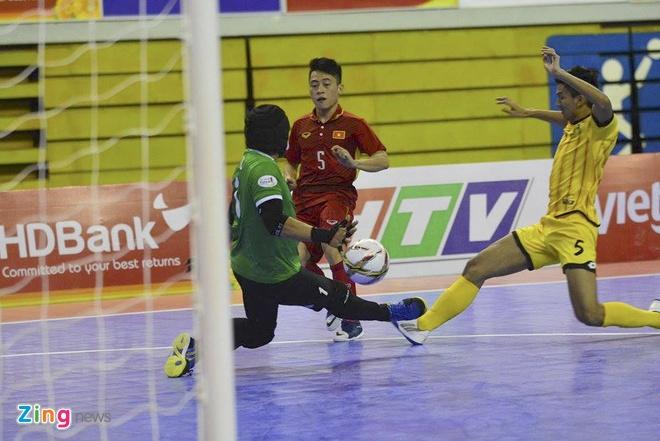 Thang dam 18-0, tuyen futsal Viet Nam len ngoi dau bang A hinh anh 4