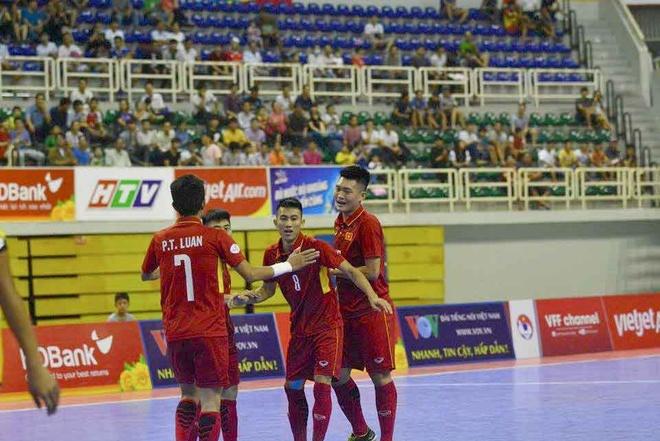 Thang dam 18-0, tuyen futsal Viet Nam len ngoi dau bang A hinh anh 5