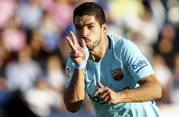 Suarez lap cu dup, Barca tam bo xa Real 11 diem hinh anh 1