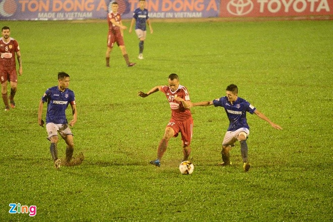CLB TP.HCM 2-4 Quang Ninh: Man an mung nhu treu nguoi Cong Vinh hinh anh 11