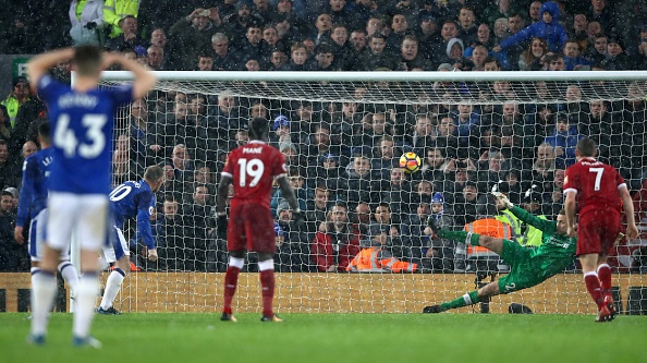 De Rooney choc thung luoi, Liverpool lo co hoi vao top 3 hinh anh 27