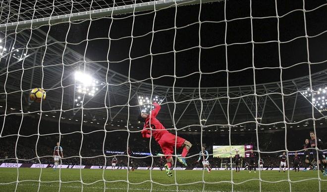 Arsenal tut xuong thu 7, sao Han Quoc ghi ban giup Spurs ha Brighton hinh anh 5