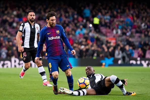Messi toa sang, Barca thang dam de bo xa Real 17 diem hinh anh 13