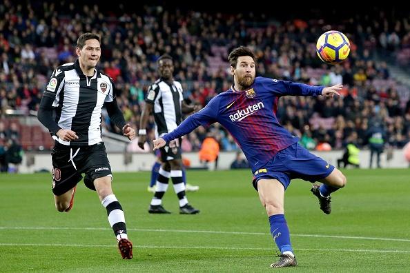 Messi toa sang, Barca thang dam de bo xa Real 17 diem hinh anh 16