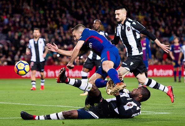 Messi toa sang, Barca thang dam de bo xa Real 17 diem hinh anh 18