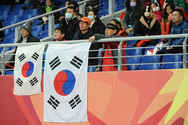 U23 Han Quoc khong the thang Syria, roi san voi 10 nguoi hinh anh 14