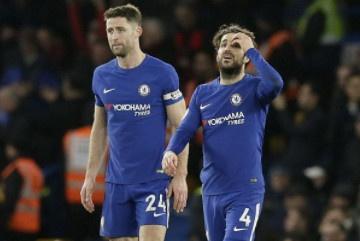 Giroud ra mat, Chelsea bat ngo thua dam 0-3 tren san nha hinh anh