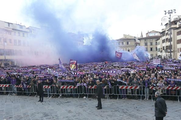 Hang nghin fan Fiorentina dot phao khoi tien biet Astori hinh anh