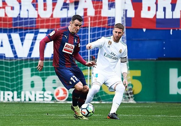 Eibar 1-2 Real Madrid: Ronaldo toa sang voi cu dup hinh anh 13