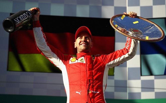 Vettel vo dich chang F1 mo man nho sai lam cua Hamilton hinh anh