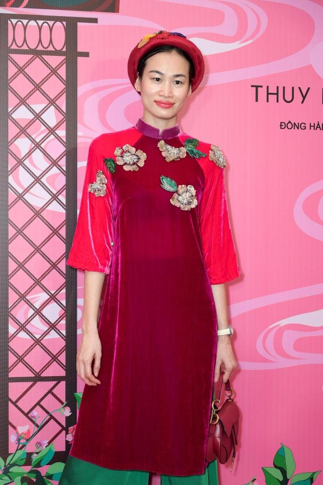 Dan sao Viet hoa thanh co Tam tren tham do show NTK Thuy Nguyen hinh anh 14