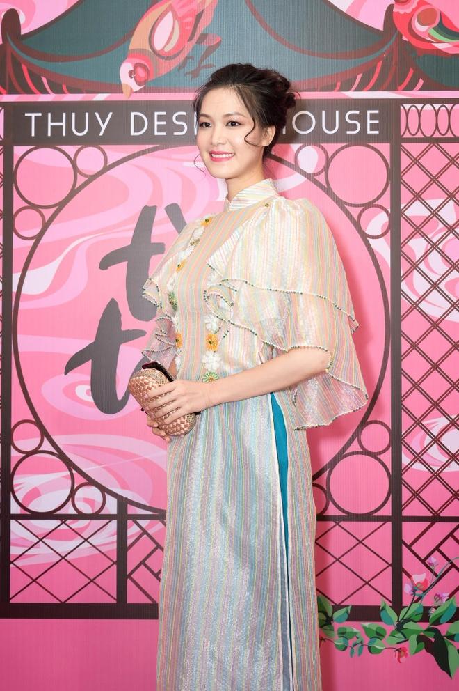 Dan sao Viet hoa thanh co Tam tren tham do show NTK Thuy Nguyen hinh anh 13