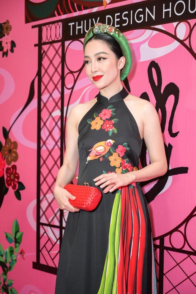Dan sao Viet hoa thanh co Tam tren tham do show NTK Thuy Nguyen hinh anh 7