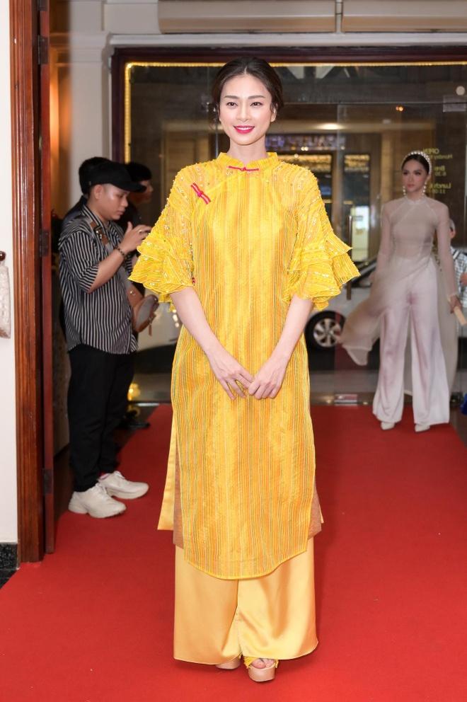Dan sao Viet hoa thanh co Tam tren tham do show NTK Thuy Nguyen hinh anh 1
