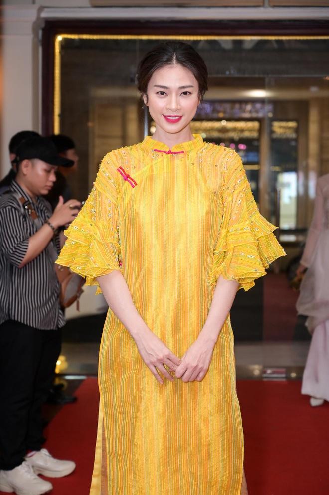 Dan sao Viet hoa thanh co Tam tren tham do show NTK Thuy Nguyen hinh anh 2