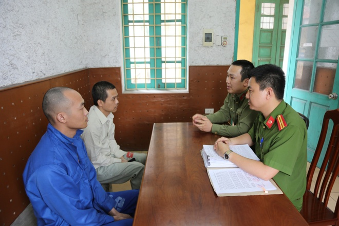 Nhom nguoi Trung Quoc lam gia the thanh toan de rut tien anh 1