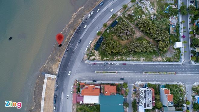 Lái xe đi hết đường Lê Thanh Nghị bất ngờ đánh xe sang trái đường và lao xuống biển (chấm đỏ). Ảnh: Quốc Nam.