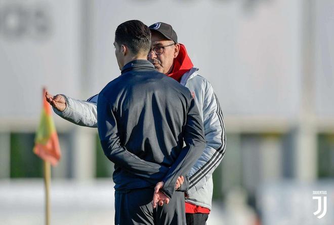 HLV Sarri phu nhan tin don mau thuan voi Ronaldo hinh anh 1