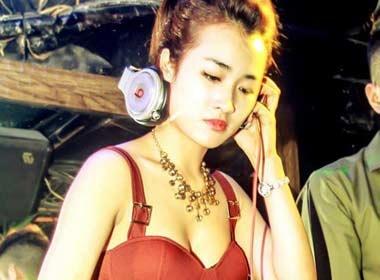 DJ Trang Moon len tieng bang gia di khach cua DJ, hot girl hinh anh