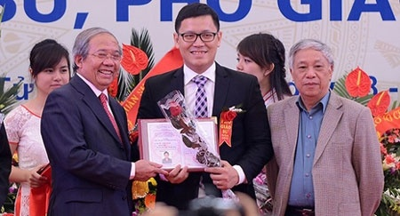 Pho Giao su 'day song' cong dong tre hinh anh