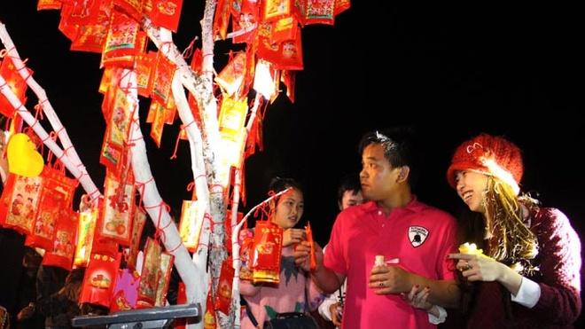 200 cap tinh nhan cung 'Uoc nguyen cau duyen' dip Valentine hinh anh
