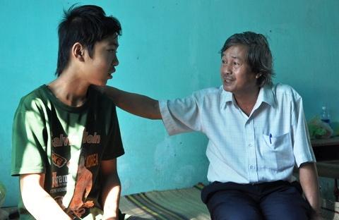 Cuoc dao thoat ly ky cua 2 phu vang tre con hinh anh 1  Em Phạm Văn Hảo bị sốt đang được chăm sóc đặc biệt sau khi được giải thoát.