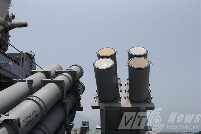 Kham pha suc manh khu truc USS John S. McCain den Da Nang hinh anh