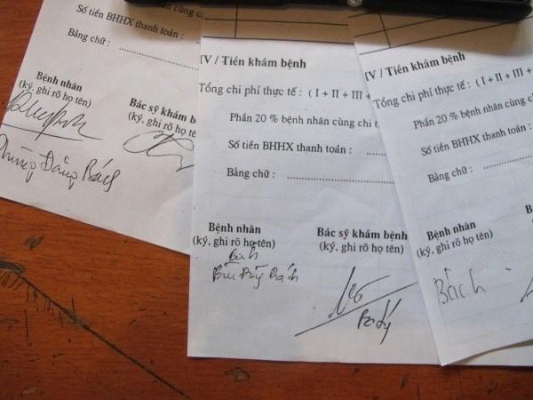 Chuyen dong troi o Trung tam Cap cuu 115 Ha Noi hinh anh 1 3 chữ ký khác nhau của cùng 1 người đã được 115 Hà Nội sử dụng để ăn cắp thuốc.