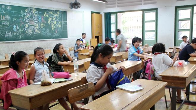 Luyen thi 2 nam de vao lop 6 truong Tran Dai Nghia hinh anh 1 Sau giờ học chính khóa ở trường, nhiều học sinh lại đến Trường THPT Trần Đại Nghĩa để luyện thi vào lớp 6 của trường này.