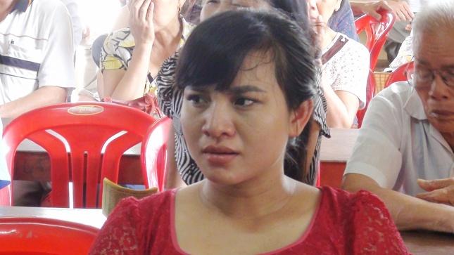 Thieu phu 'oan tinh' duoc xin loi cong khai hinh anh 1 Chị Bình trong buổi xin lỗi công khai.