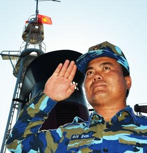 Lời thề trước cờ Tổ quốc tăng thêm sức mạnh cho người lính.
