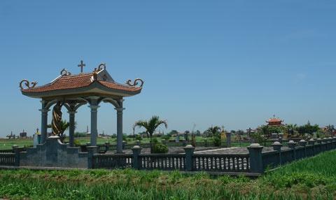 Dai gia Nam Dinh di 'gom' hai cot mo coi hinh anh 3 Nghĩa trang tiếp nhận những ngôi mộ mồ côi do ông Tuyến xây cất.