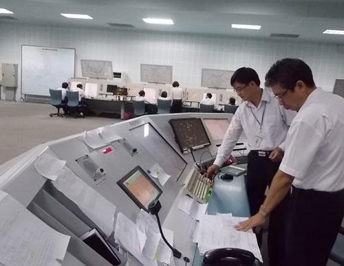 Vao can cu kiem soat khong luu hinh anh 1 Vị trí trực kíp trưởng của Trung tâm Kiểm soát tiếp cận đường dài Hồ Chí Minh.