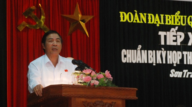 Ông Nguyễn Bá Thanh tại buổi tiếp xúc cử tri quận Sơn Trà (Đà Nẵng) chiều 2/7/2014.