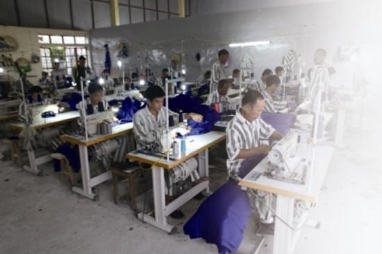 Phuc thien tu nhung la thu hinh anh 1 Các phạm nhân tại trại giam Nam Hà đang học nghề.