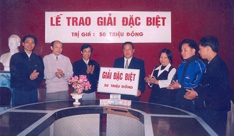 Nhung nguoi trung doc dac lam gi sau khi linh thuong? hinh anh 2 Năm 1991, giải đặc biệt chỉ là 50 triệu đồng.