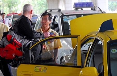 Nhung chieu tran lot khach tao bao cua gioi taxi 'deu' hinh anh