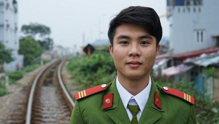 Thuong si canh sat cuu co gai nhay cau tu tu hinh anh 1 Thượng sĩ Đồng Xuân Linh- người đã cứu cô gái định tự tử.