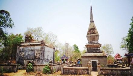 Lang mo 'vua san voi' ky bi o Tay Nguyen hinh anh 1 Khu lăng mộ này vừa là một công trình kiến trúc độc đáo, vừa là một nét văn hóa tâm linh của đồng bào dân tộc nơi đây, với nhiều nét kỳ lạ, chẳng nơi nào có được.