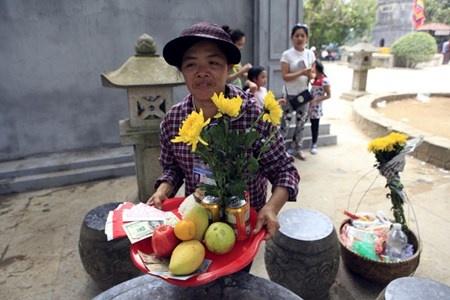 Le hoi Den Hung: Chang luoi B40 de chong di tat hinh anh 3 Năm nay ban tổ chức thông báo không nhận các lễ vật khủng.