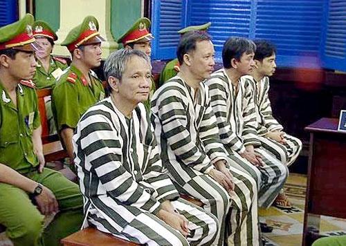 Nam Cam giang 'dan boc duong' ha guc quan chuc hinh anh