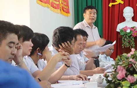 Trao quyet dinh huu cho pho chanh thanh tra xin giam tuoi hinh anh
